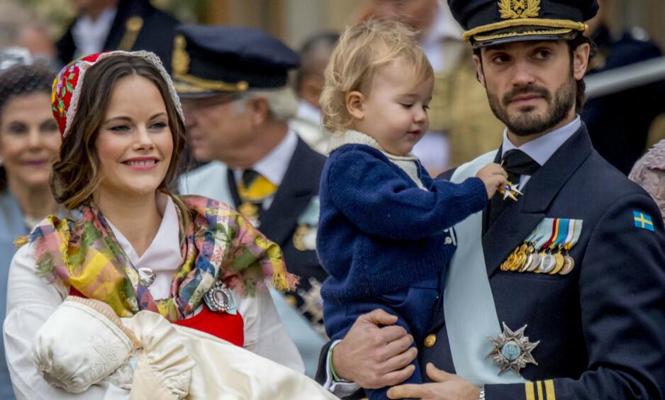 SNUSER PÅ NYTT LIV: Tidligere i år ble det bestemt at barna til kongens barn skulle bli mindre offentlige. Nå vurderer prins Carl Philip og hans kone å gjøre det samme. Foto: NTB scanpix