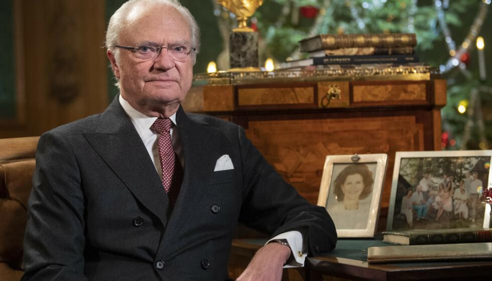 ÅPNER OPP: Onsdag holdt kong Carl Gustaf sin årlige juletale. Da gikk han nærmere innpå hvorfor han i høst valgte å fjerne fem av sine barnebarn fra kongehuset. Foto: NTB Scanpix