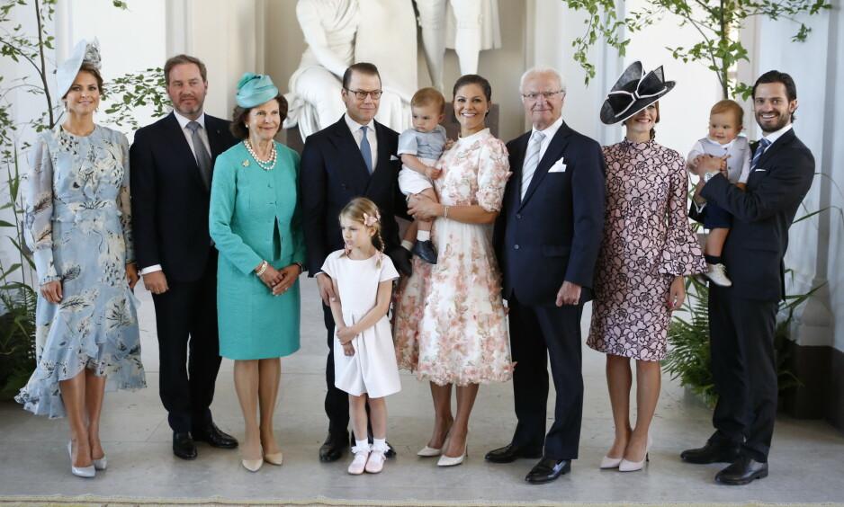 <strong>DEN SVENSKE KONGEFAMILIEN:</strong> Mandag ble det kjent at Bernadotte-slektens eldste familiemedlem, Dagmar Von Arbin, har gått bort. Hun ble 103 år gammel. Her er den svenske kongefamilien samlet i anledning kronprinsesse Vicotrias 40-årsdag. Foto: NTB Scanpix