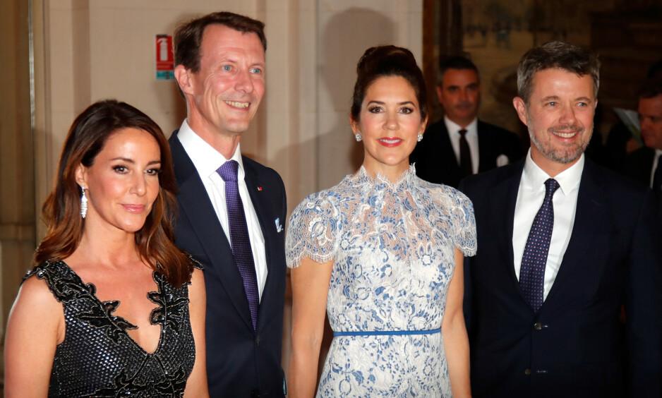 SAMMENLIGNES: Kronprinsesse Mary og prinsesse Marie er slående like. Her med ektemennene kronprins Fredrik og prins Joachim. Foto: NTB scanpix