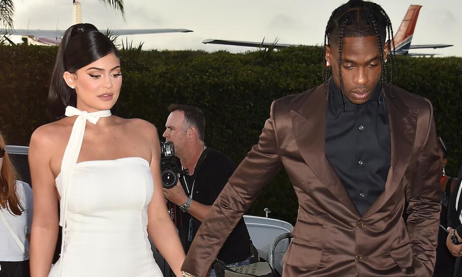 ÅPEN: I oktober ble det kjent at Kylie Jenner og rapperkjæresten Travis Scott hadde besluttet å gå hver til sitt. I et nytt intervju avslører sistnevtne at han fortsatt elsker Kylie og at han alltid vil gjøre det. Foto: NTB Scanpix