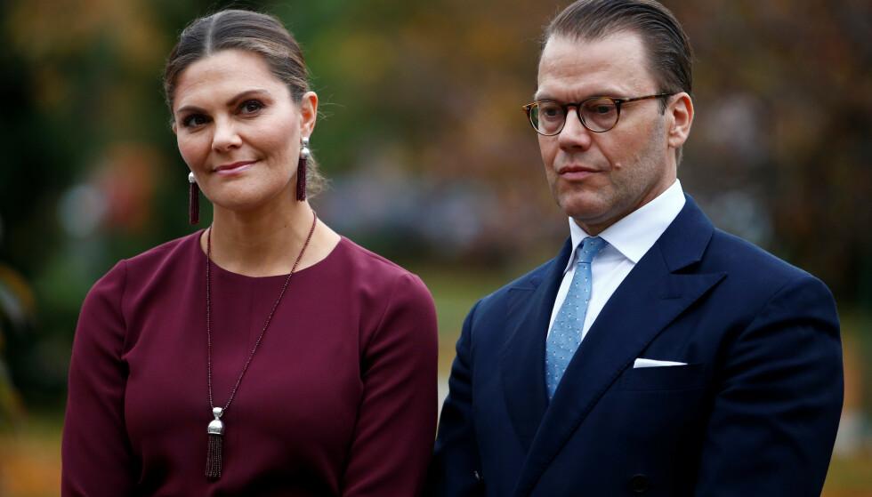KOMMER ALENE: Svenske Aftonbladet skriver at prinsesse Estelle har skadet seg på skiferie, og at prins Daniel derfor kommer uten kona kronprinsesse Victoria i Ari Behns bisettelse fredag. Foto: NTB Scanpix