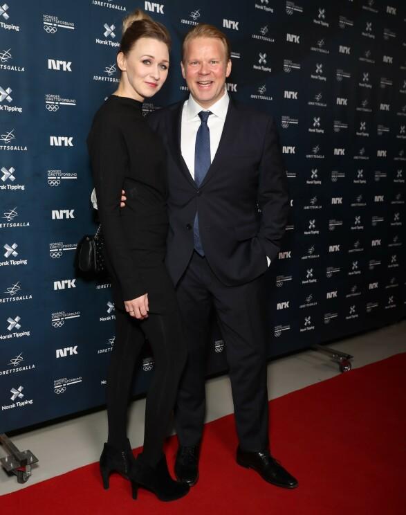 HEDRET IDRETTSSTJERNENE: Skuespillerparet Anders Baasmo Christiansen og Marie Blokhus hadde tatt turen til Hamar lørdag kveld. Foto: Andreas Fadum