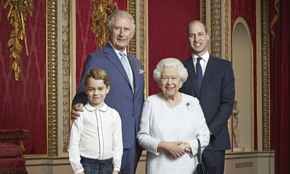 GENERASJONSBILDE: Det britiske kongehuset startet det nye tiåret med å offentliggjøre et nytt portrett av dronning Elizabeth og hennes tronarvinger. Foto: NTB Scanpix