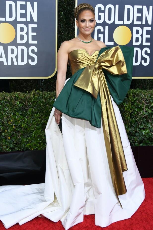 <strong>OVERDÅDIG KJOLE:</strong> Jennifer Lopez får mye oppmerksomhet for kjolevalget. Foto: NTB Scanpix