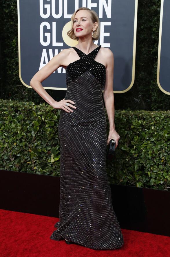 <strong>GLAMORØS:</strong> Naomi Watts stilte i denne sorte, glitrende kjolen fra Armani - som hun selv uttrykte stor begeistring for på Instagram. Foto: NTB scanpix