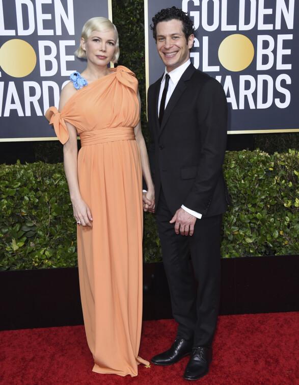 <strong>DEBUT:</strong> Det ble nylig kjent at Michelle Williams både er forlovet og venter barn med Thomas Kail. De gjorde sin rød løper-debut på Golden Globe-utdelingen. Foto: NTB scanpix