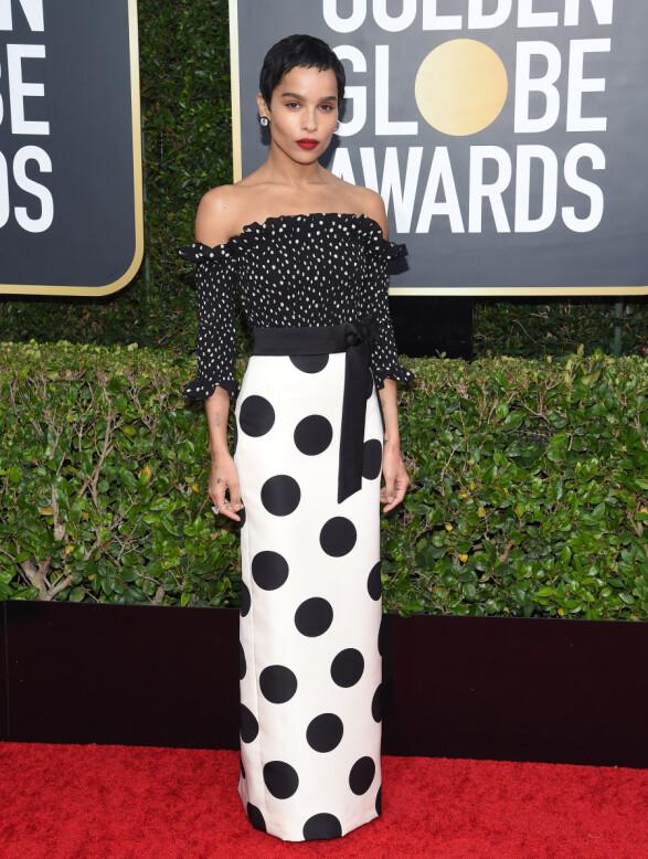 <strong>ZOE KRAVITZ:</strong> «Big Little Lies»-stjernen stilte i en original, prikkete kjole på Golden Globe-løperen. Foto: NTB scanpix