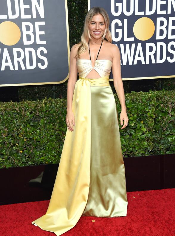 <strong>GULLJENTE:</strong> «The Loudest Voice»-stjernen Sienna Miller skilte seg ut på Golden Globe-løperen. Foto: NTB scanpix