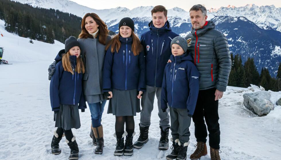 SVEITS: Den danske kronprinsfamilien var i dag på plass i Sveits i anledning barnas tolv uker lange opphold på kostskole. Foto: NTB Scanpix