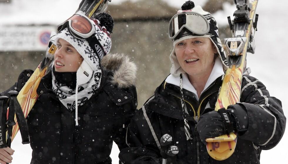 <strong>POPULÆRT STED:</strong> Det er ikke bare danske kongelige som har kost seg på skiferie i Verbier. Her er Sarah Ferguson og prinsesse Beatrice (t.v.) på skiferie der i februar 2007. Foto: NTB scanpix