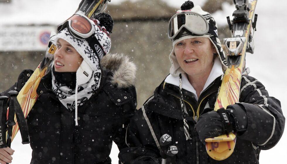POPULÆRT STED: Det er ikke bare danske kongelige som har kost seg på skiferie i Verbier. Her er Sarah Ferguson og prinsesse Beatrice (t.v.) på skiferie der i februar 2007. Foto: NTB scanpix