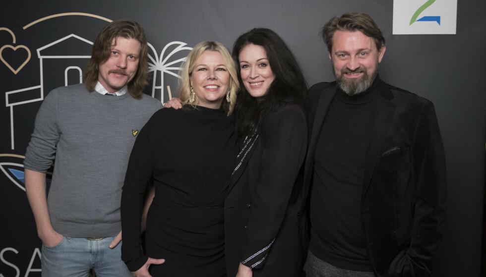 POSERER: Numme-ekteparet sammen med Ingeborg Heldal og ektemannen Halvor Haugen. Foto: Espen Solli / TV 2