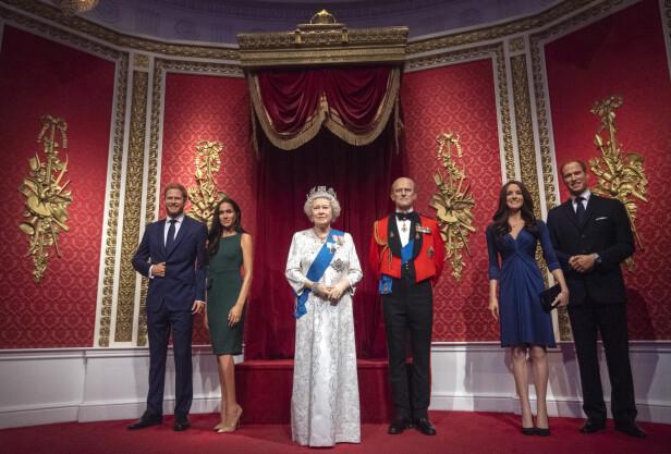 FØR: Tidligere sto Harry og Meghan ved dronning Elizabeths side. Foto: NTB Scanpix