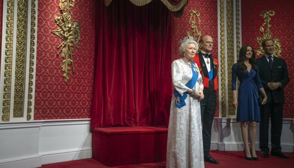 NÅ: Plassen ved siden av dronning Elizabeth og ektemannen er ledig - nå som prins Harry og Meghan er blitt flyttet. Foto: NTB Scanpix