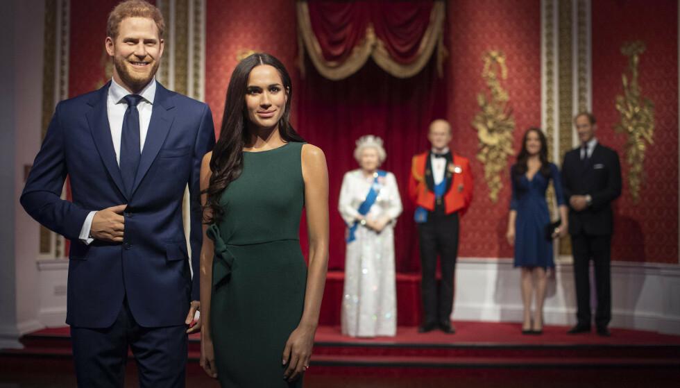 FLYTTET: Voksfigurene av prins Harry og hertuginne Meghan er nå flyttet bort fra resten av kongefamilien - som følge av deres overraskende kunngjøring om å trekke seg tilbake fra sitt kongelige liv. Foto: NTB Scanpix