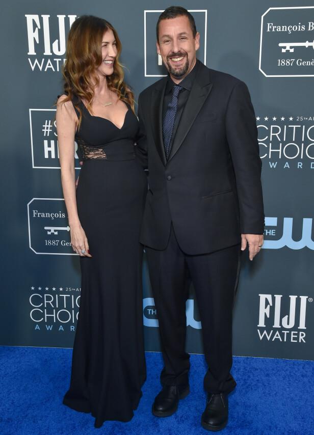 ADAM SANDLER: Ekteparet Sandler møtte opp helsvart i anledning Critics' Choice Awards. Foto: NTB Scanpix.