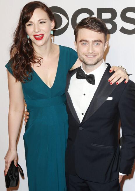 TURTELDUER: Daniel Radcliffe og kjæresten Erin Darke har vært et par siden 2012. Her avbildet under Tony Awards i 2014. Foto: NTB Scanpix