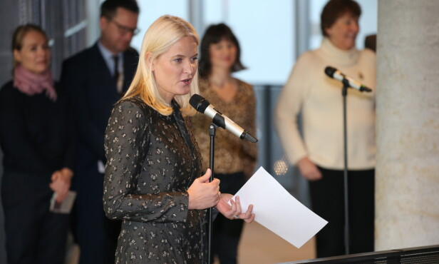<strong>TALTE:</strong> Mette-Marit holdt også tale i Deichmans nye lokaler i Bjørvika. Foto: Andreas Fadum/ Se og Hør