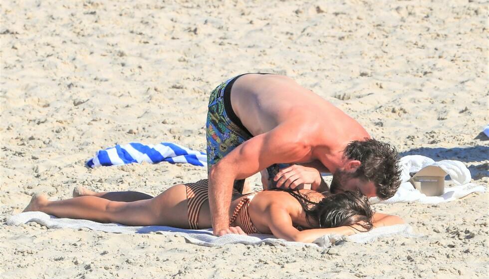 BEKFREFTER DE FORHOLDET?: Siden desember har romanseryktene svirret rundt Liam Hemsworth og Gabriella Brooks. Nå kan det se ut som at de bekrefter forholdet. Foto: Splash News/ NTB Scanpix