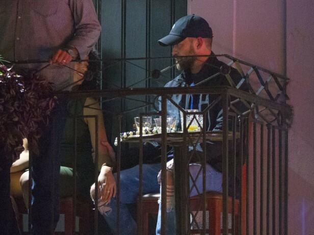 NÆRKONTAKT: Alisha Wainwright og Justin Timberlake så ut til å komme godt overens på baren i New Orleans i slutten av november 2019. Foto: Mega/ NTB scanpix