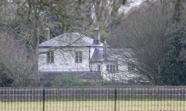 SPARKET: Flere ansatte ved hertugparets hjem, Frogmore Cottage i Windsor, skal ha fått sparken. Foto: NTB Scanpix