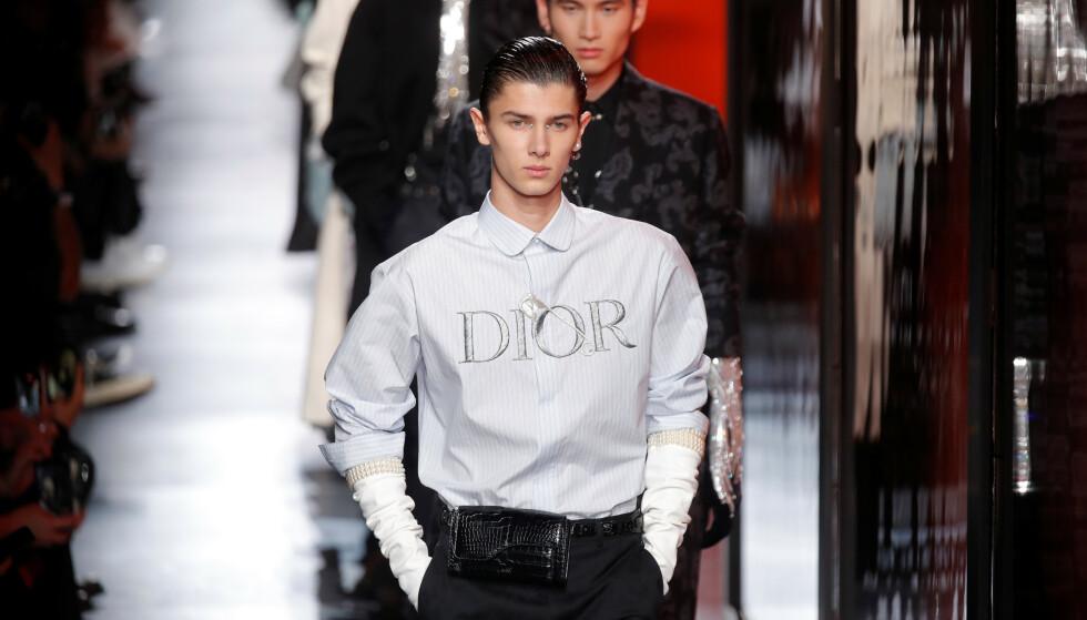 <strong>MOTELØVE:</strong> Det er over et år siden prins Nikolai gikk på sin siste catwalk. Denne uken overrasket han imidlertid i Paris, da han dukket opp på Dior sin visning. Foto: NTB scanpix