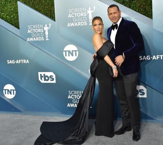 FORLOVET: Jennifer Lopez og forloveden Alex Rodriguez var blant stjernene på rød løper. Foto: NTB Scanpix