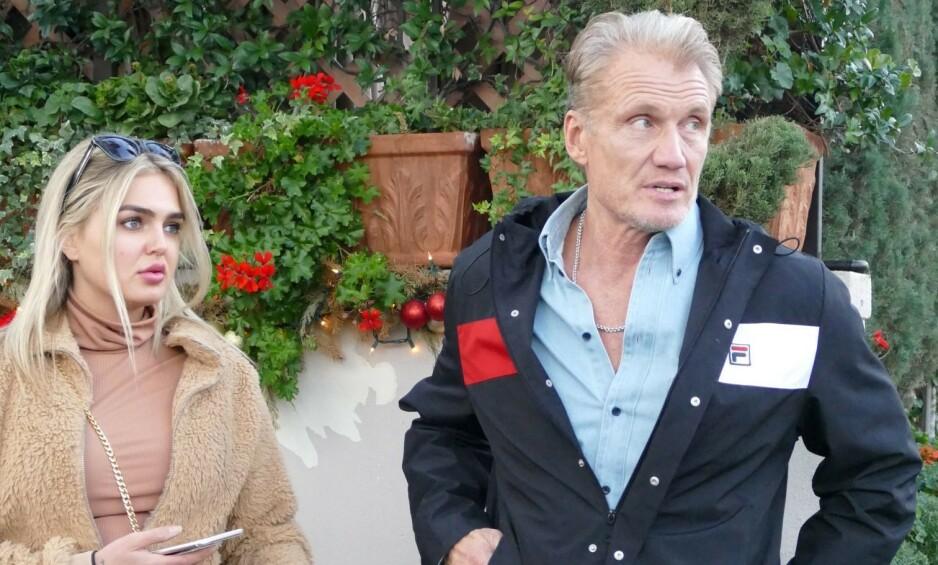 <strong>NORSK KJÆRESTE:</strong> Hollywood-stjerne Dolph Lundgren (62) har forelsket seg i norske Emma Krokdal (24). Her under en lunsj i desember. Foto: NTB scanpix