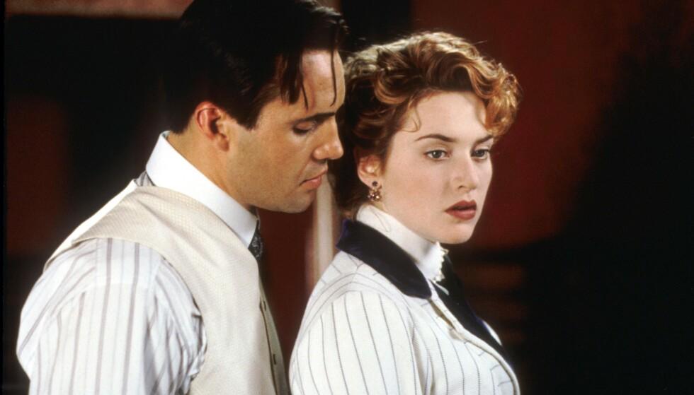 I «TITANIC»: Billy Zane og Kate Winslet spilte trolovede i den Oscar-vinnende filmen, men Winslet sin rollefigur fikk raskt øynene opp for fattiggutten Jack (Di Caprio). Foto: NTB scanpix