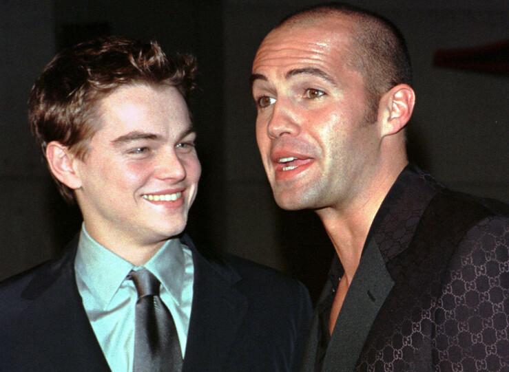 MOTSPILLERE: Leonardo DiCaprio og Billy Zane avbildet sammen før sistnevnte bestemte seg for å rake av seg alt håret. Foto: NTB scanpix