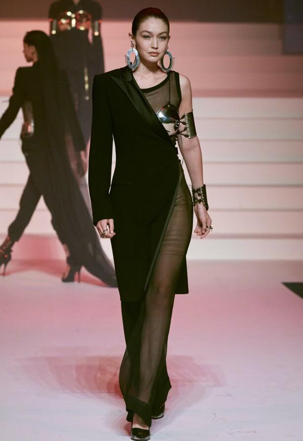 FLOTT: Gigi Hadid i en av Jean-Pauls kreasjoner. Foto: NTB Scanpix