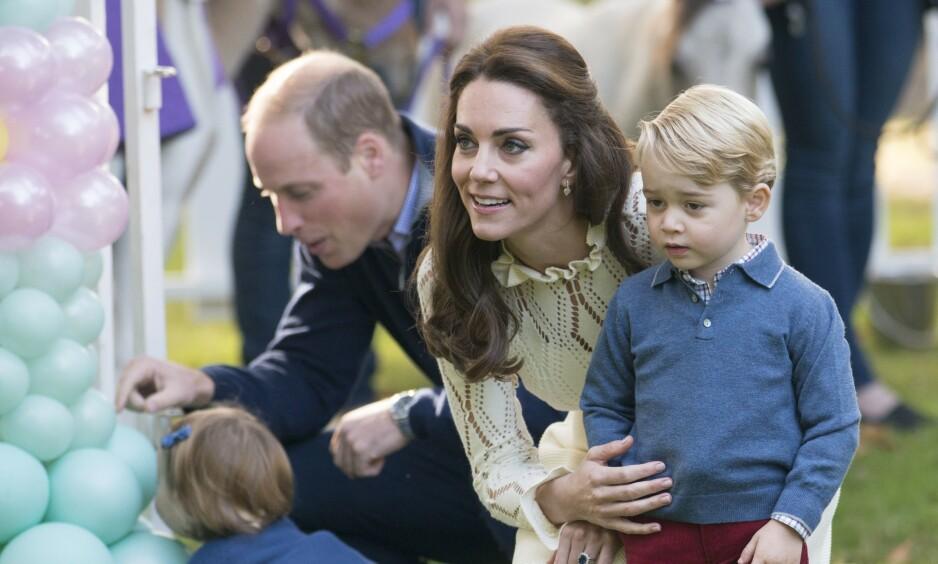 MOR: Hertuginne Kate erkjenner at hun kjente på en ensomhet da hun ble mor for første gang til eldstesønnen George i 2013. Foto: NTB Scanpix