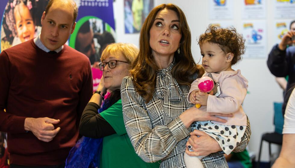 ENGASJERT: Kate og William er engasjert i flere veldedige organisasjoner som jobber for og med familier og barn. Foto: NTB Scanpix