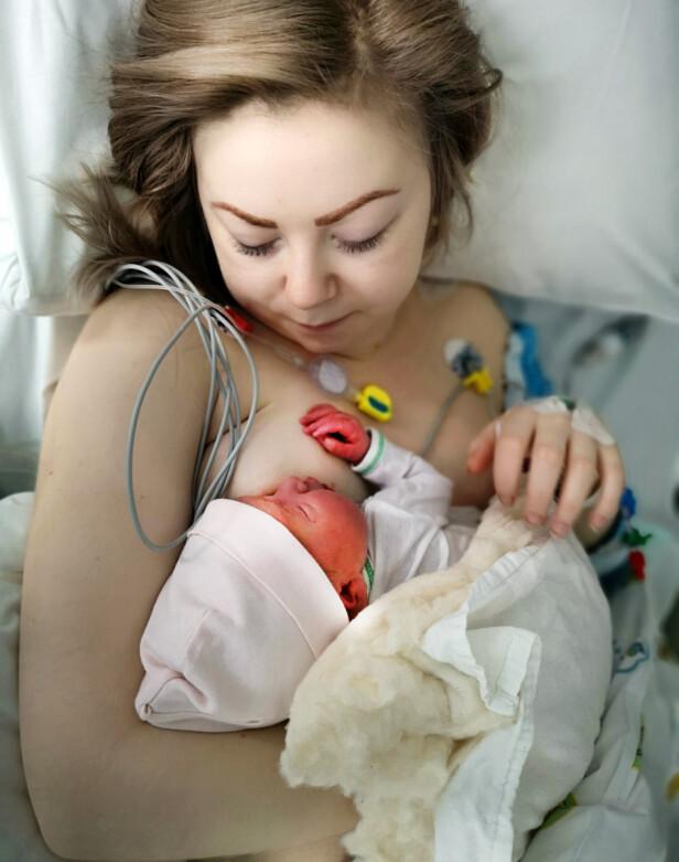 OVERLEVDE: Jeanett Godtlibsen fra Tromsø fikk akutt svangerskapsforgiftning og hjertestans under fødselen. Det ble svært dramatisk. Utrolig nok gikk det bra med både henne og datteren Ada. Foto: Privat