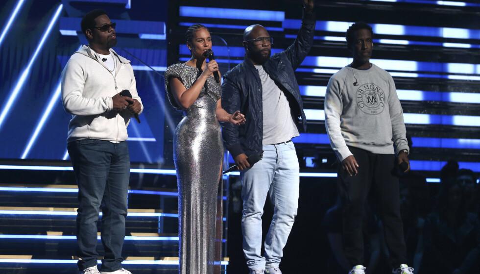 RØRENDE: Alicia Keys og Boyz II Men sang en rørende duett på scenen. Foto: NTB scanpix