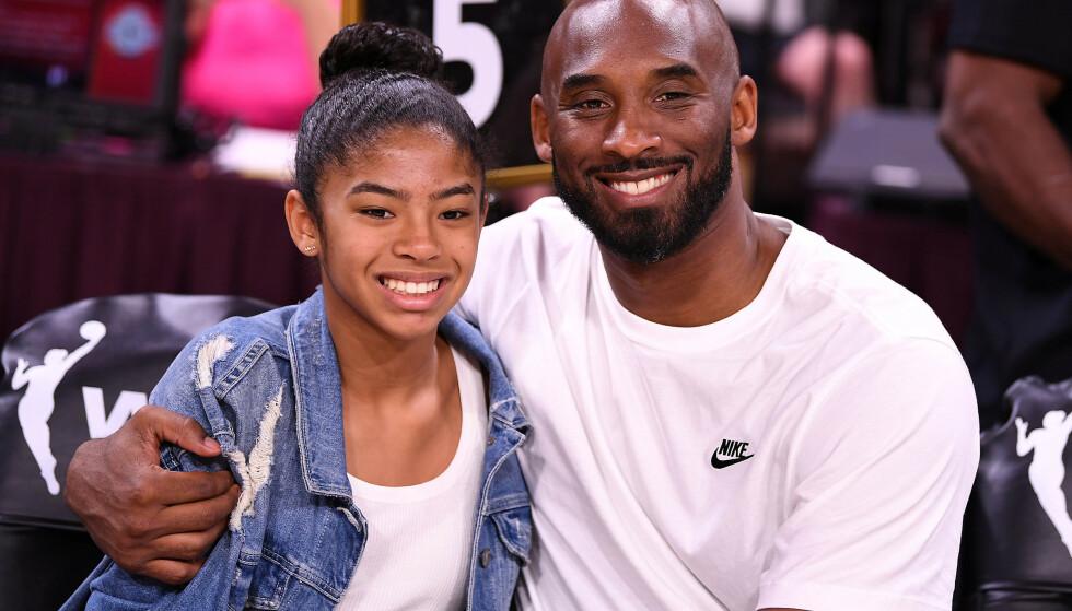 ELSKET BASKETBALL: Kobe sammen med datteren Gianna på All Star-kampen i kvinnenes største basketliga WNBA i sommer. Foto: Stephen R. Sylvanie-USA TODAY Sports/File Photo/NTB Scanpix