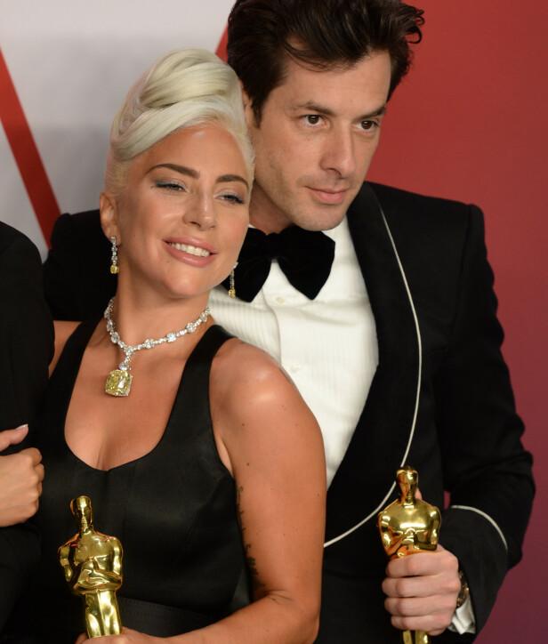 VANT: DJ, sanger, låtskriver og plateprodusent Mark Ronson vant Oscar for sitt samarbeid med Lady Gaga på låten «Shallow». Her er de avbildet under Oscar-utdelingen 2019. Foto: NTB Scanpix