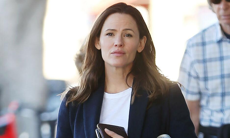 NYTT FORHOLD: Jennifer Garner har i snart to år vært sammen med John Miller. Kilder nær dem hevder hun ikke er klar for å gifte seg helt ennå. Foto: NTB Scanpix