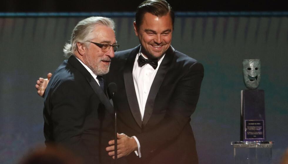 PÅ SCENEN: Robert De Niro og Leonardo DiCaprio under Screen Actors Guild Awards den 19. januar. Foto: NTB scanpix