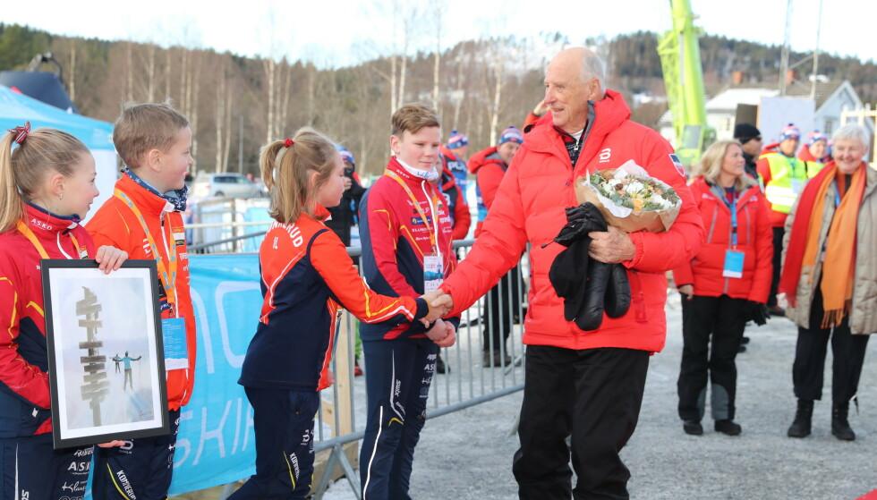 TILBAKE: Dette er første gang siden sykmeldingen at kong Harald deltar på et offisielt oppdrag. Foto: Andreas Fadum / Se og Hør