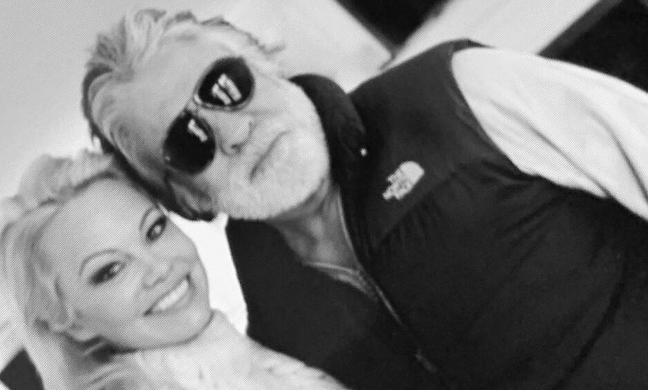 HVER TIL SITT: Pamela Anderson bekrefter at hun og Jon Peters går fra hverandre 12 dager etter at de giftet seg. Foto: Instagram