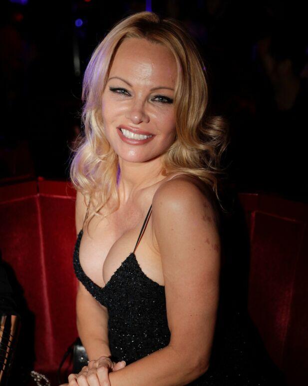 BRUDD: Pamela Anderson sier hun og Peters nå skal bruke tid på å re-evaluere situasjonen. Foto: NTB scanpix