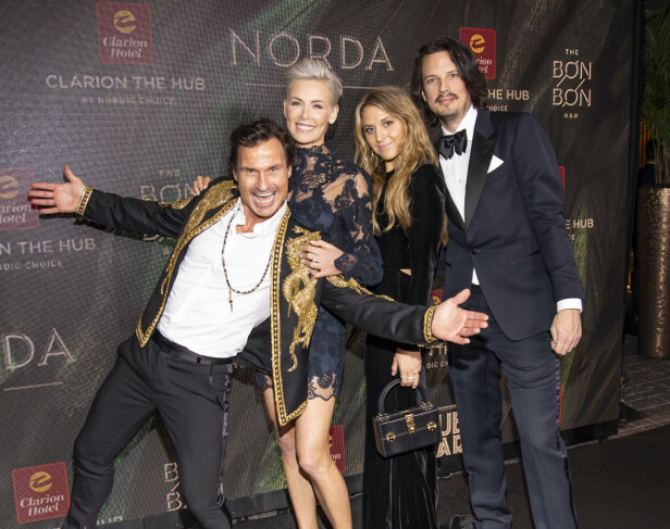 MØTTES PÅ JOBB: Emilie og Jens møttes på et av Stordalens hoteller. Her med pappa Petter og tidligere stemor Gunhild Stordalen. Foto: NTB scanpix