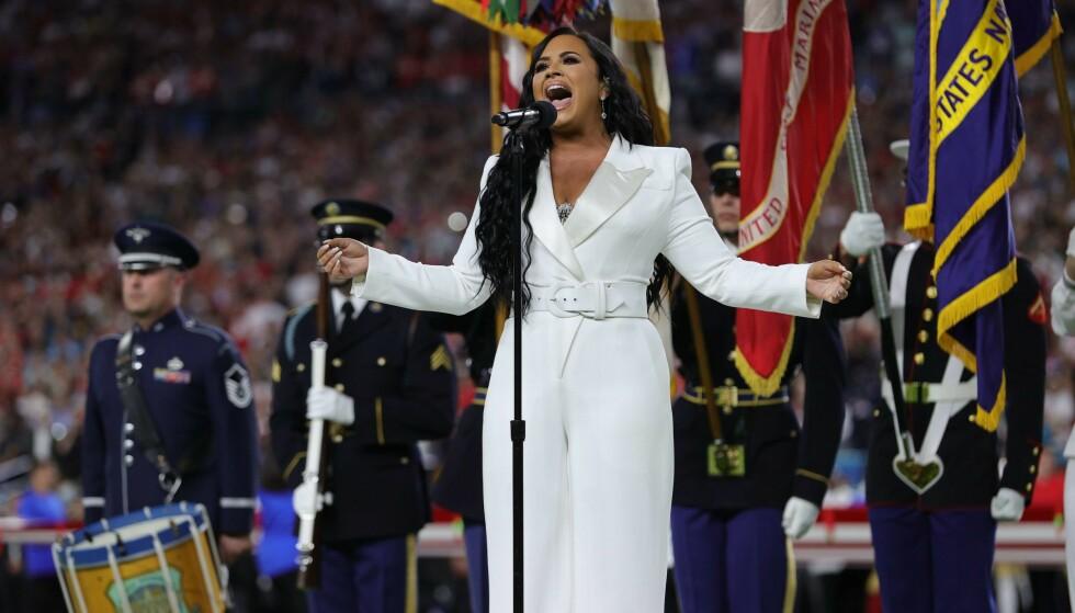 FORKLARING: Jay-Z forklarer hvorfor han og kona Beyoncé ikke sto da Demi Lovato fremførte den amerikanske nasjonalsangen under Super Bowl. Foto: NTB scanpix