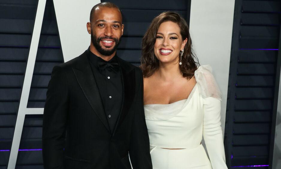 TO BLE TRE: Sist måned fikk Ashley Graham og Justin Ervin en sønn. Her er de sammen under Vanity Fairs Oscar-fest i februar 2018. Foto: NTB Scanpix
