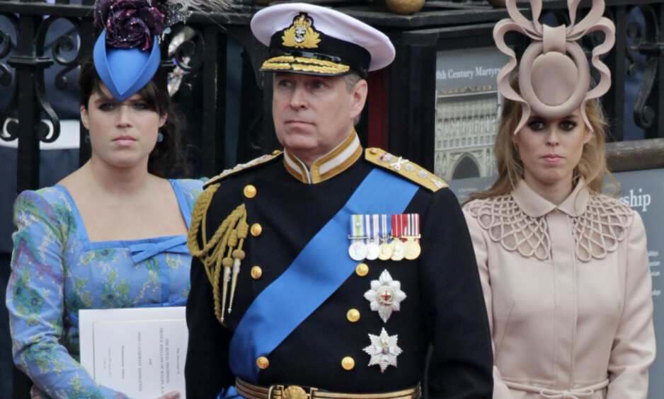 BLIR 60 ÅR: Skandaleombruste prins Andrew fyller snart år. Her er han med døtrene prinsesse Eugenie og prinsesse Beatrice i bryllupet til William og Kate i 2011. Foto: NTB Scanpix