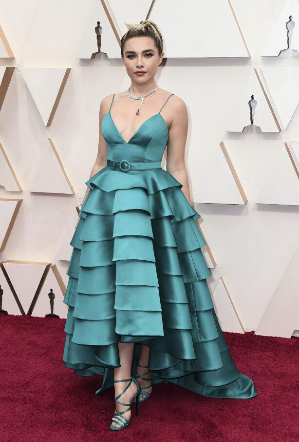 OPPSIKTSVEKKENDE: «Midsommar»-skuespiller Florence Pugh var ikke akkurat usynlig på løperen i denne kjolen fra Louis Vuitton. Foto: NTB scanpix