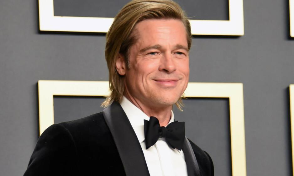 LATTERLIGGJØRES: Brad Pitt stakk av med en Oscar under årets utdeling, men det er kanskje håret hans som har vekket størst oppsikt. Foto: NTB scanpix