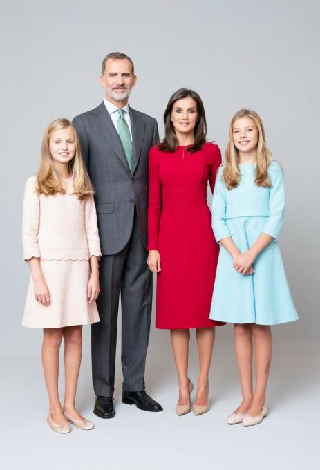 <strong>HELE FAMILIEN:</strong> Kong Felipe og dronning Letizia med sine døtre, Leonor og Sofia. Foto: Estela de Castro / Casa de S.M. el Rey